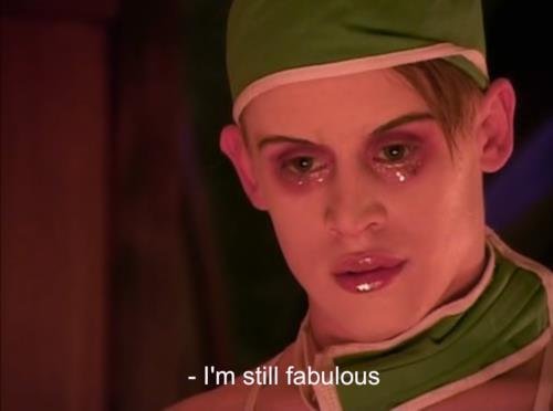 """Macaulay Culkin als James St. James im Film """"Partymonsters"""", stark geschminkt, sagt """"I'm still fabulous"""""""